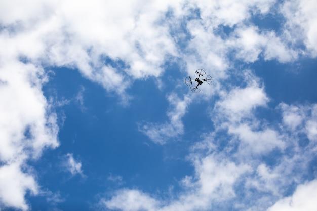 Drone quadricottero con fotocamera digitale Foto Premium