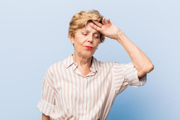 Ritratto di bella donna anziana Foto Premium
