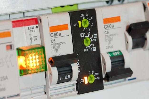 Fusibili e componenti elettrici Foto Premium