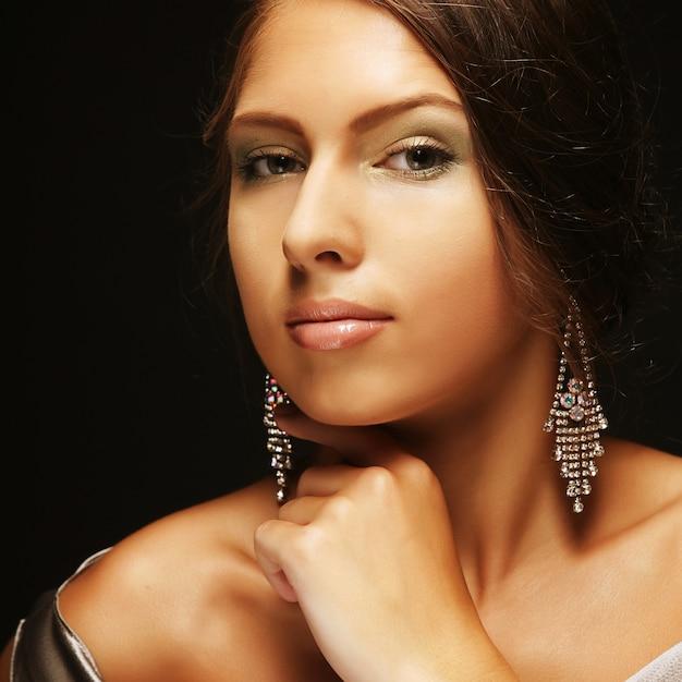 Moda ragazza in posa - ritratto Foto Premium