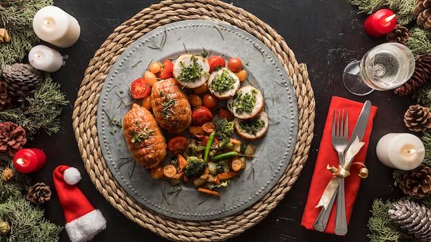 Disposizione festiva del pasto di natale Foto Premium