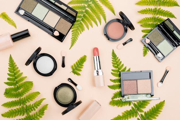 Disposizione piana dei prodotti di bellezza Foto Premium