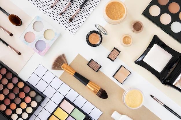Prodotti cosmetici di bellezza piatti Foto Premium
