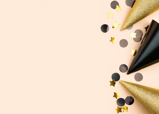 Cornice piatta compleanno laici con cappelli Foto Premium