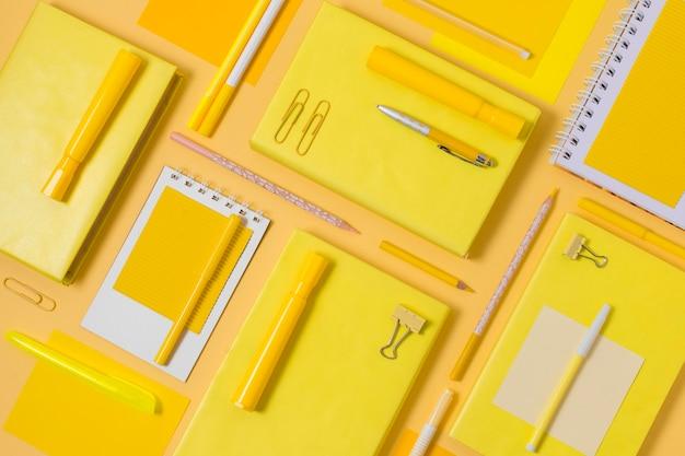 Composizione scrivania piatta Foto Premium