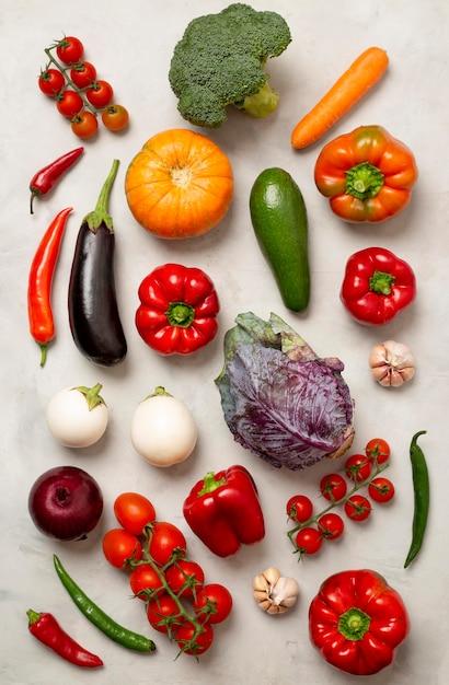 Disposizione di diverse verdure piatte Foto Premium
