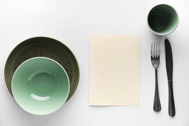 Lay piatto di stoviglie con posate d'argento Foto Premium