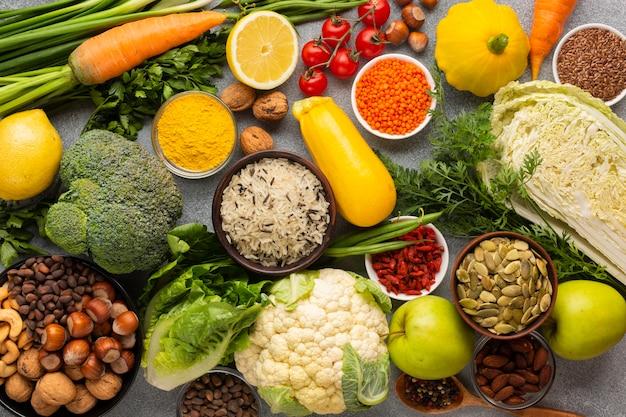 Scorri la disposizione dell'assortimento di generi alimentari Foto Premium