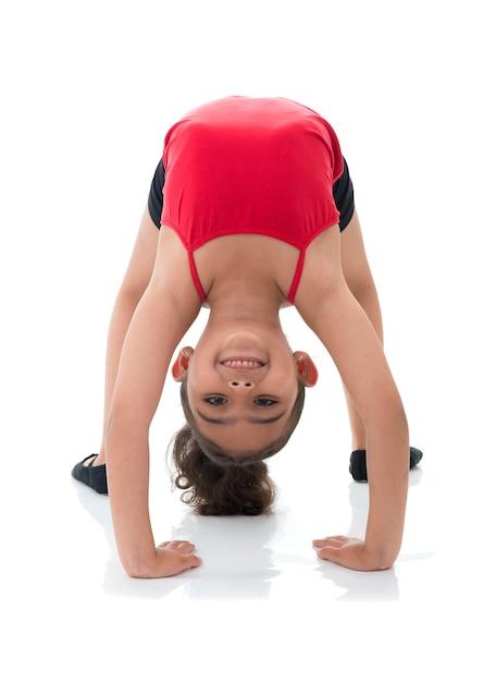 Ragazza giovane flessibile che guarda indietro Foto Premium