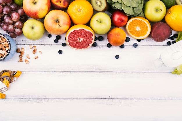 Cornice alimentare di deliziosi frutti sani Foto Premium
