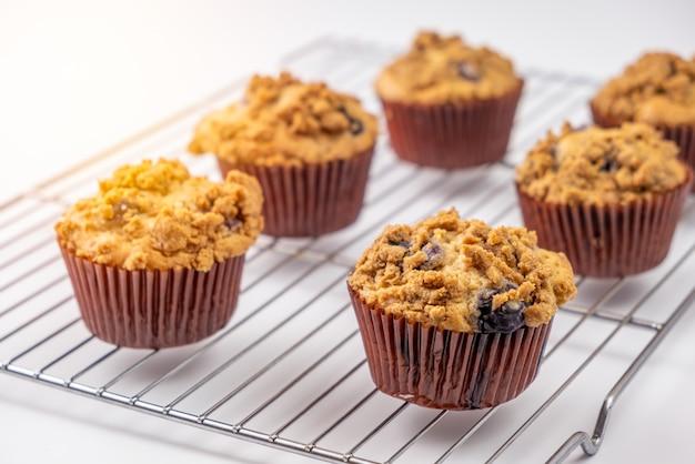 Bigné al forno freschi dei muffin ai mirtilli Foto Premium