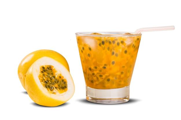 Bevanda fresca a base di caipirinha al frutto della passione Foto Premium