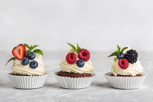 Cupcake gustoso vista frontale vista Foto Premium