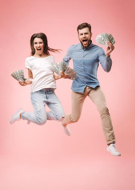 Ritratto integrale di una giovane coppia felice Foto Premium