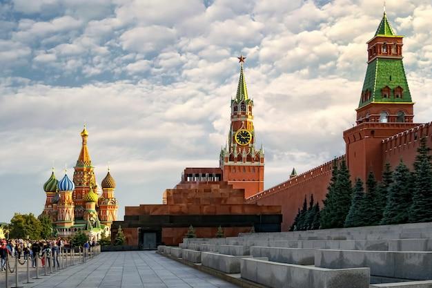 Vista generale del cremlino, mausoleo e cattedrale di san basilio. mosca. russia Foto Premium
