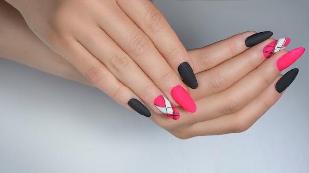 Nail art con geometria Foto Premium