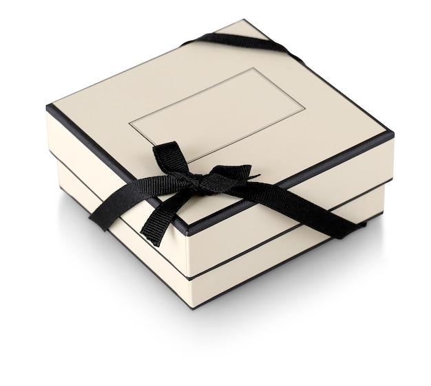 La confezione regalo con nastro nero isolato su bianco Foto Premium