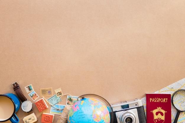 Globo e mappa con passaporto Foto Premium