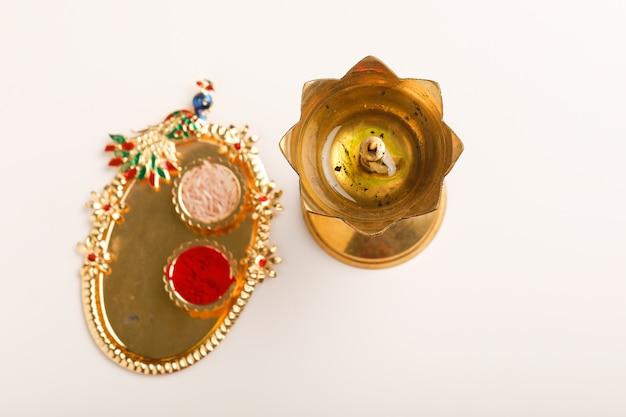 Decorazioni dorate per il diwali festival Foto Premium