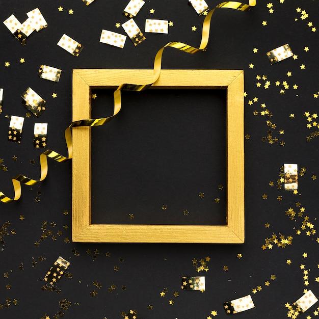 Decorazioni dorate per la festa Foto Premium