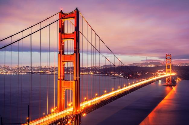 Il golden gate bridge di notte, san francisco, stati uniti d'america. Foto Premium