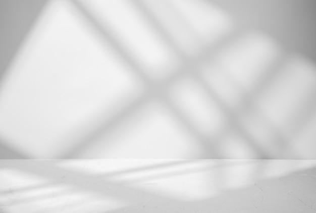 Grigio per la presentazione del prodotto con ombre e luci dalle finestre Foto Premium