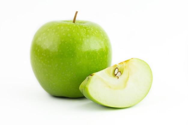 Mela verde isolata Foto Premium