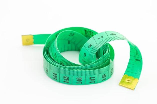Nastro di misurazione verde isolato Foto Premium