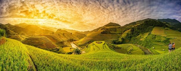 Campi di riso verde terrazzati a mu cang chai, vietnam Foto Premium