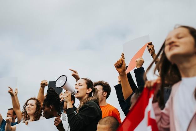 Un gruppo di attivisti americani sta protestando Foto Premium