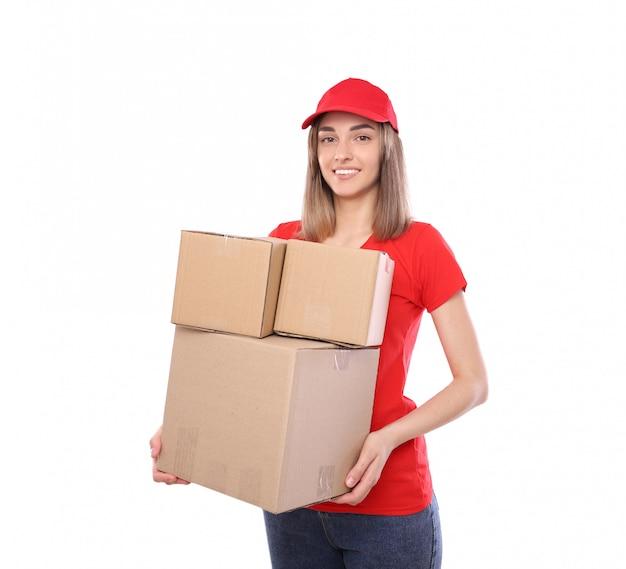 Felice corriere con un mucchio di scatole Foto Premium