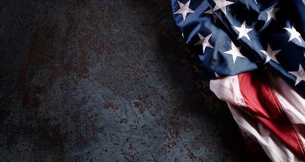Felice giorno dei veterani concetto con bandiera Foto Premium