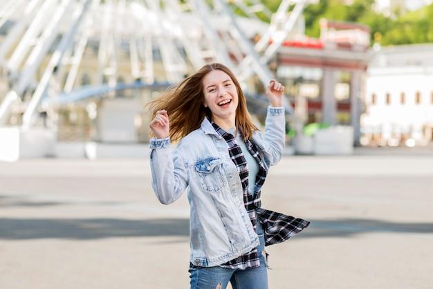 Donna felice all'occhio di londra Foto Premium
