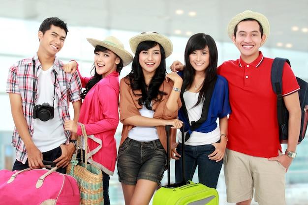 Felice giovani in vacanza Foto Premium