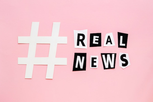Simbolo affilato di hashtag per false notizie Foto Premium
