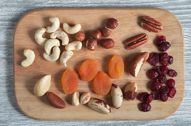 La colazione sana serve a purificare il corpo e ridurre il colesterolo, vista dall'alto Foto Premium