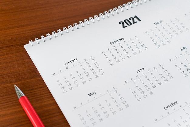 Calendario 2021 di cancelleria ad alta vista Foto Premium