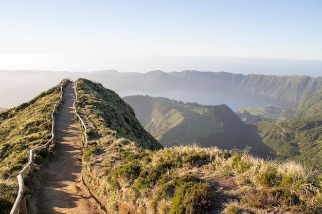 Sentiero escursionistico nelle azzorre Foto Premium