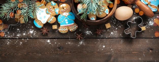Celebrazione delle vacanze e concetto di cucina con pan di zenzero Foto Premium