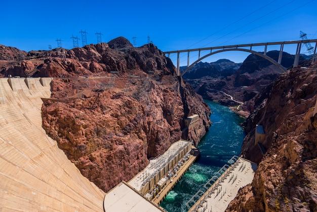 Diga di hoover, nel black canyon del fiume colorado, al confine tra gli stati americani del nevada e dell'arizona. Foto Premium
