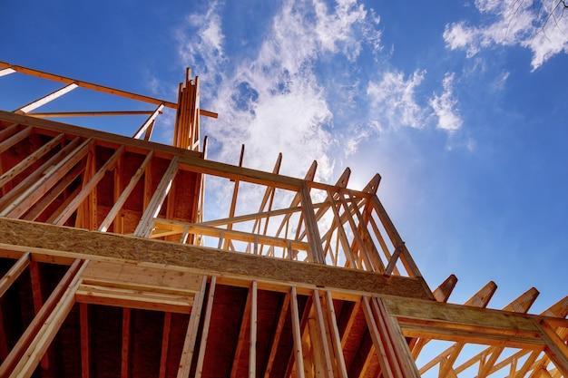 Casa in legno per una casa in progressione. Foto Premium