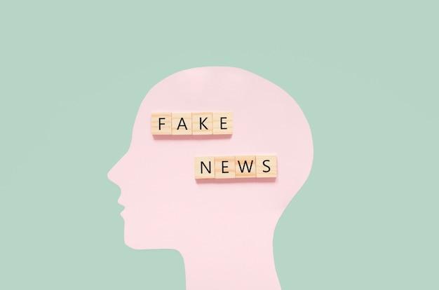 Disegno umano con notizie false Foto Premium