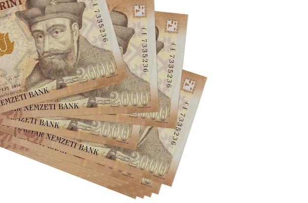 Le banconote in fiorini ungheresi si trovano in un piccolo mazzo o pacchetto isolato su bianco Foto Premium