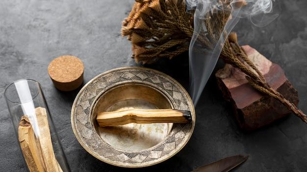 Incenso spagnolo pianta santa in legno Foto Premium