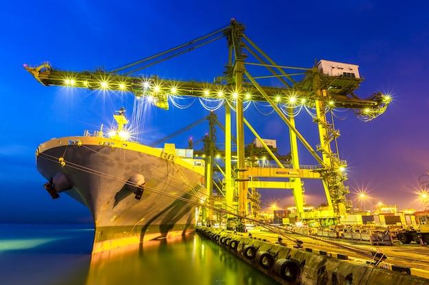 Porto industriale Foto Premium