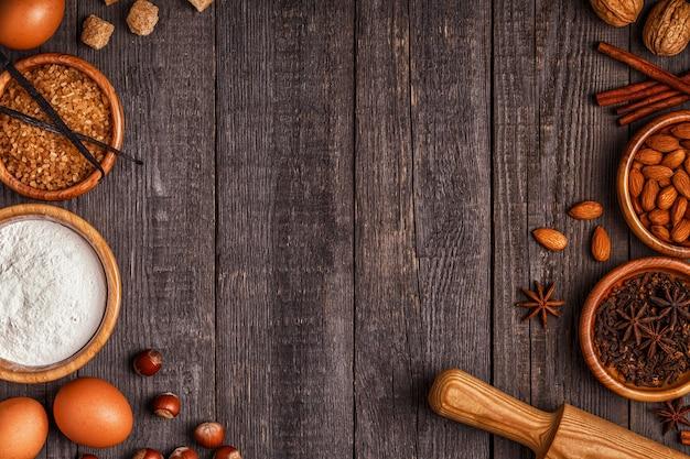 Ingredienti per cuocere la torta con le noci Foto Premium