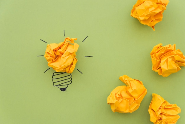Concetto di ispirazione con carta stropicciata Foto Premium