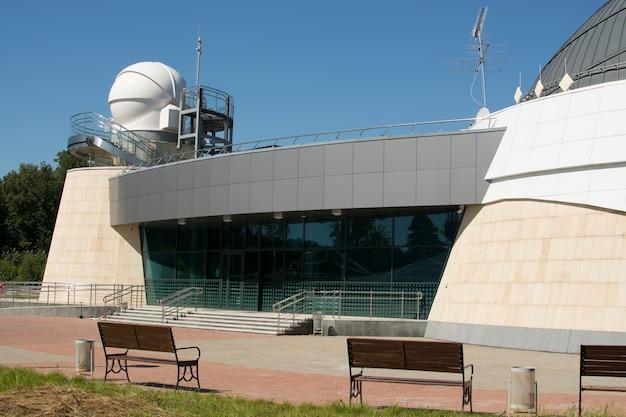 Kazan, federazione russa - 14 agosto 2017: il planetario dell'università federale di kazan intitolato a aa leonov Foto Premium