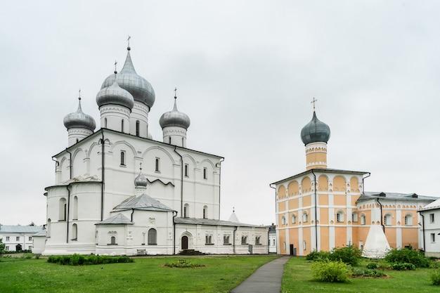 Khutyn monastero della trasfigurazione del salvatore e di san varlaam. novgorod il grande, russia Foto Premium