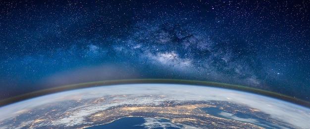 Paesaggio con la galassia via lattea Foto Premium